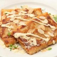 """Krepai su sūriu """"Džiugas"""", migdolais ir saulėje džiovintais pomidorais"""