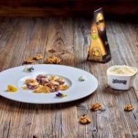 Dates farcies au fromage «Džiugas Delicate» (24 mois d'affinage )et aux noix