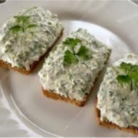 Crackers with Curd Spread