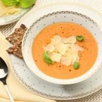 """Kreminė sūrio """"Džiugas"""" ir pomidorų sriuba su bazilikais"""